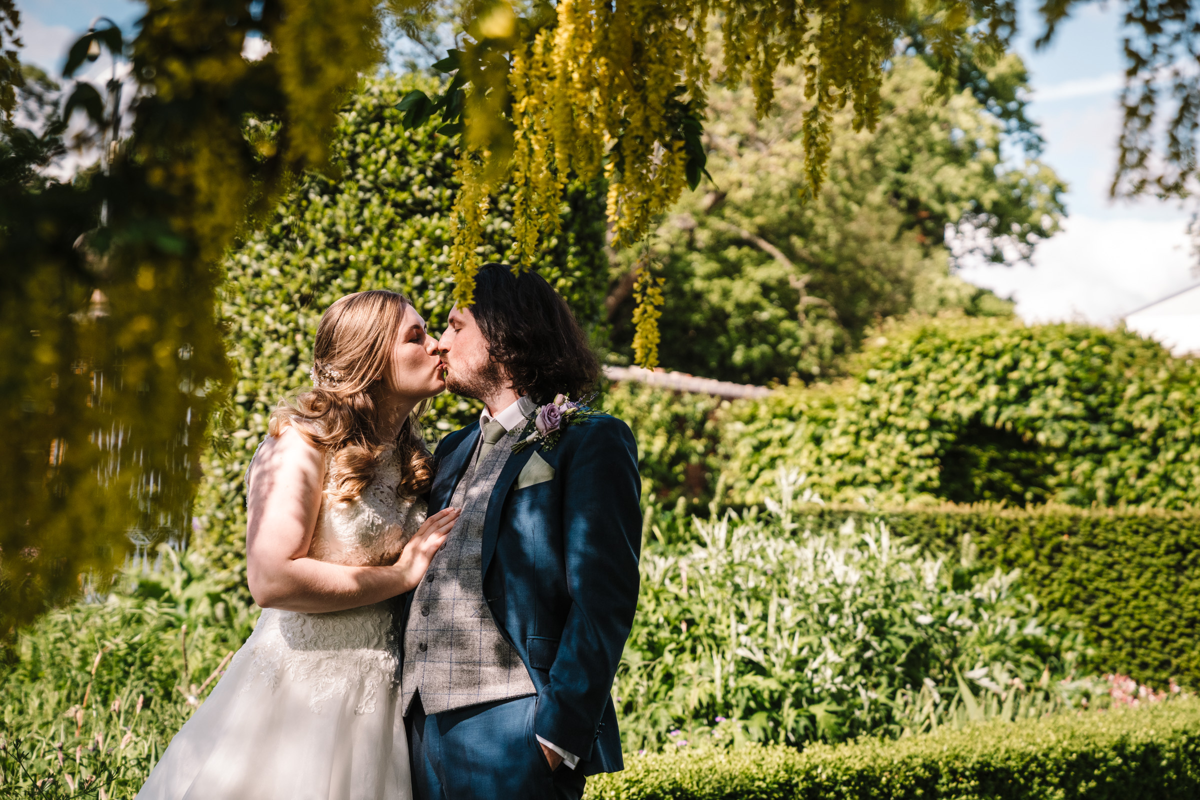 bride and groom kissing castle bromwich hall gardens